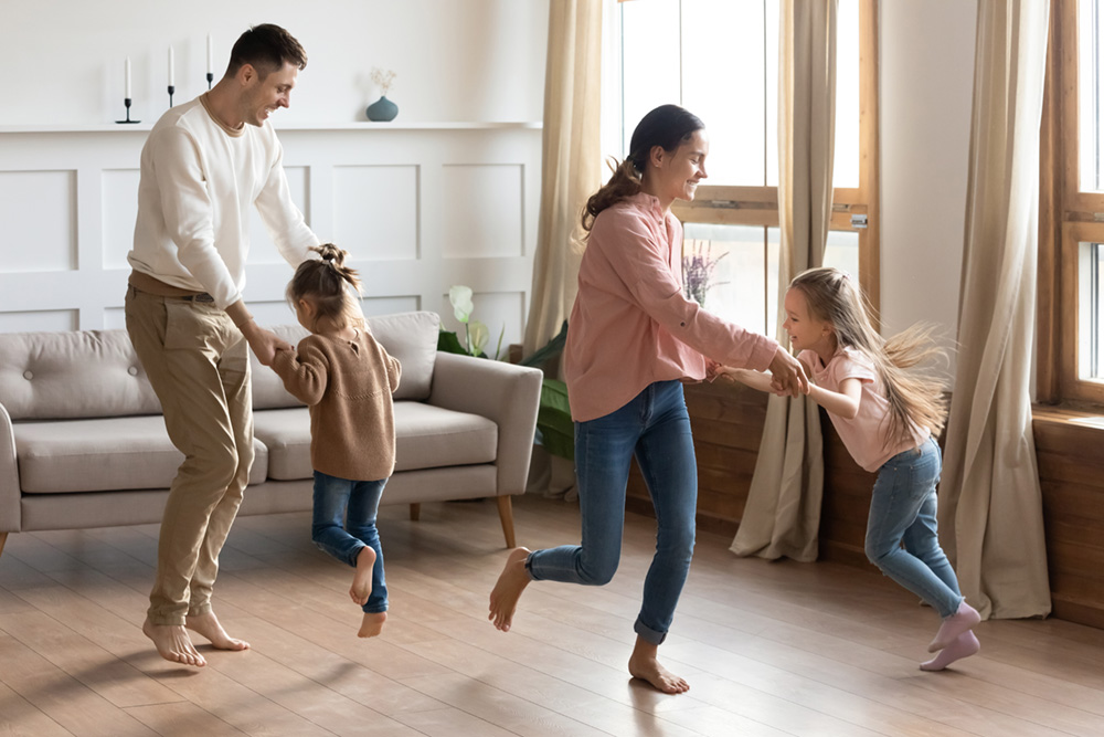 family-dancing-100px